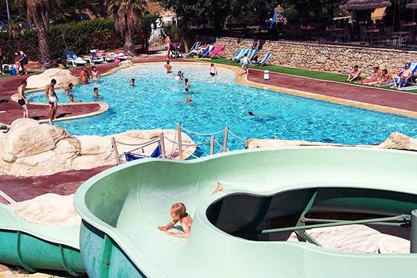 Top 5 des vid os de villes de l 39 t for Camping dans le var avec piscine