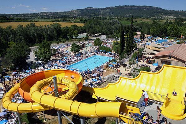 Les parcs aquatiques les plus fous du monde for Camping 5 etoiles var bord de mer avec piscine