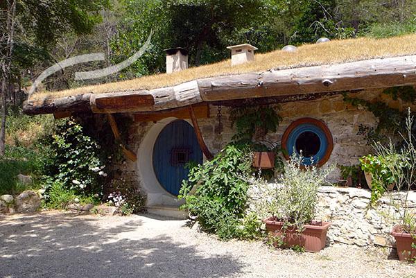 camping insolite j 39 ai visit la maison de bilbo le hobbit. Black Bedroom Furniture Sets. Home Design Ideas