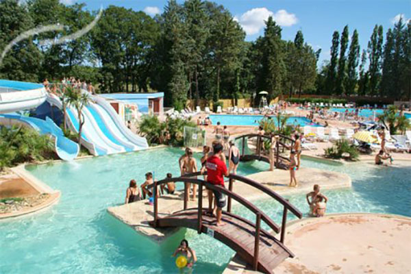 Le top 5 des parc aquatique de fou sur les campings for Camping en languedoc roussillon avec piscine