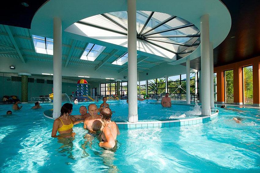 Le top 5 des videos de campings avec piscine couverte for Camping cote de granit rose piscine couverte
