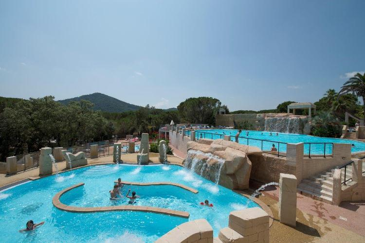 Camping le muy guide comparatif for Camping var piscine bord de mer