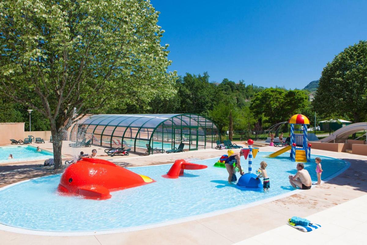 Camping rh ne alpes parc aquatique 46 campings for Camping ardeche avec piscine pas cher