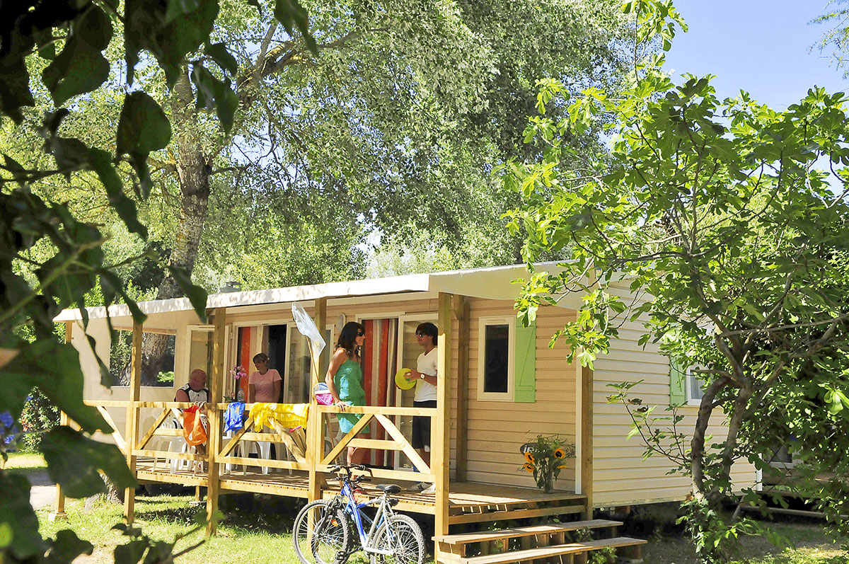 Camping clairefontaine 4 toiles royan toocamp for Camping poitou charente piscine