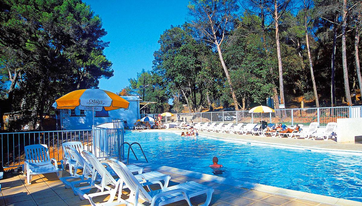 Camping avec piscine la seyne sur mer for Piscine la seyne sur mer