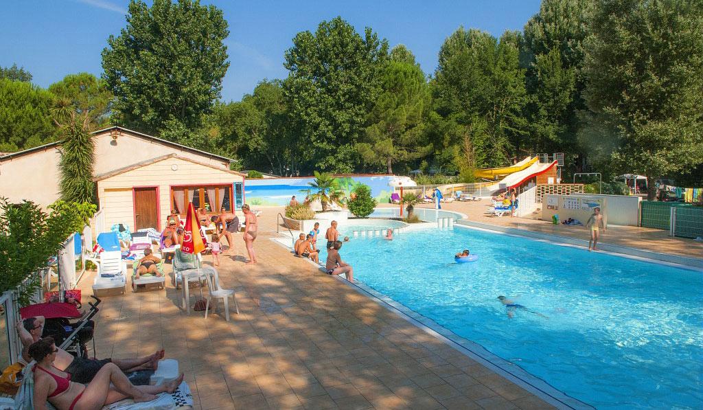 Camping avec piscine saint jean du gard for Camping saint jean de luz avec piscine
