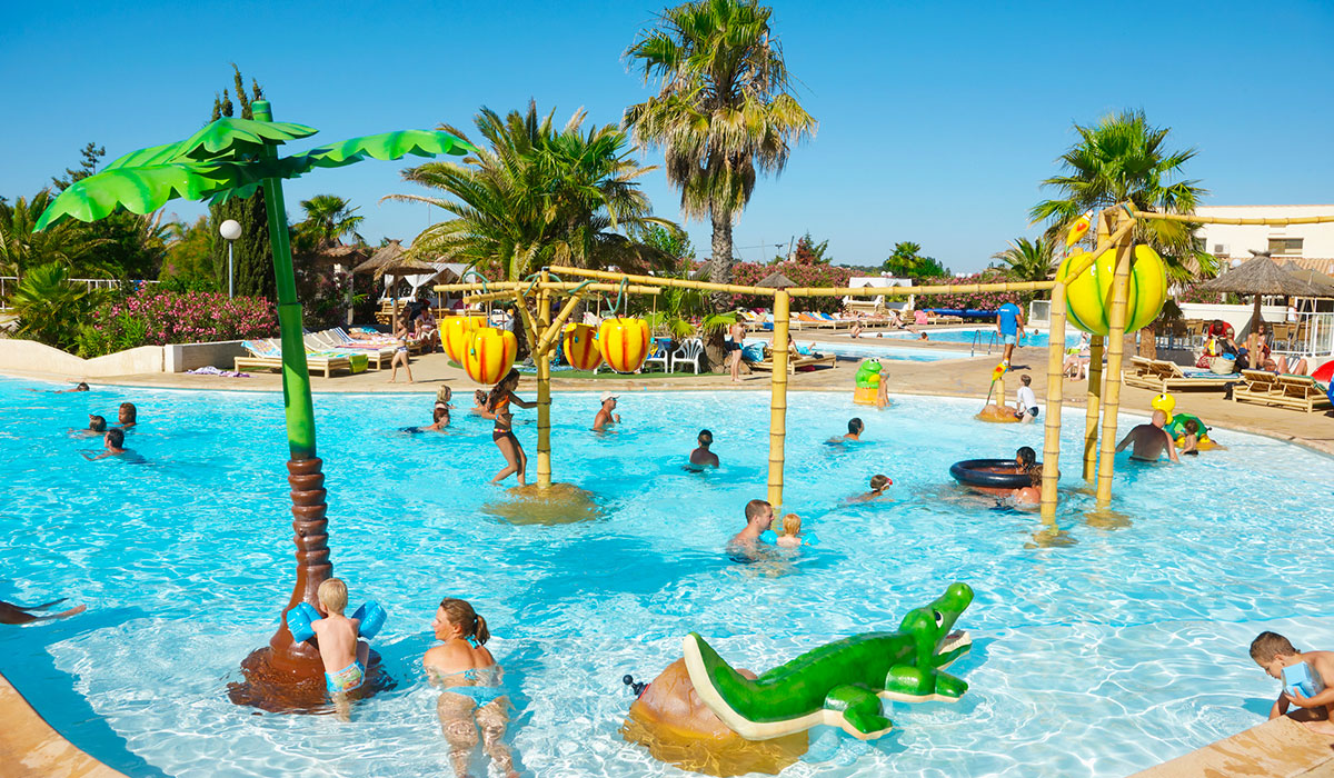 Camping vacaf h rault tous les campings qui acceptent for Camping massif central avec piscine