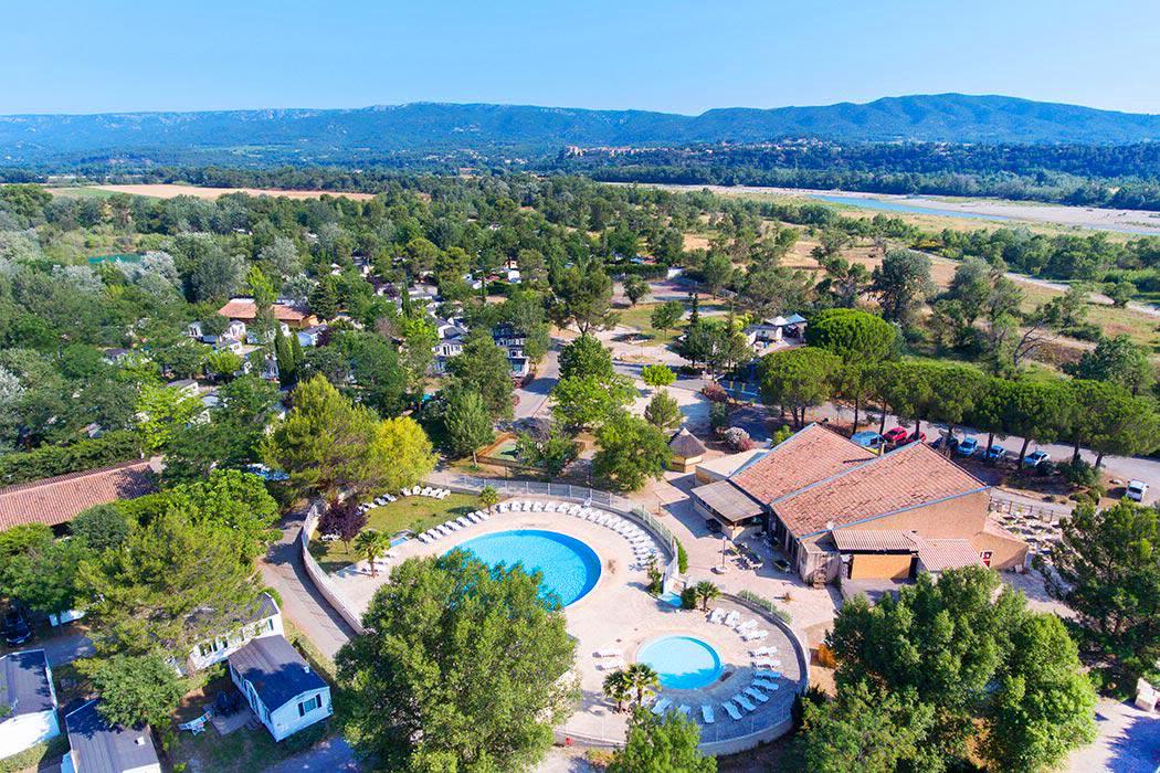 Camping avec piscine cadenet for Camping alpes de hautes provence avec piscine