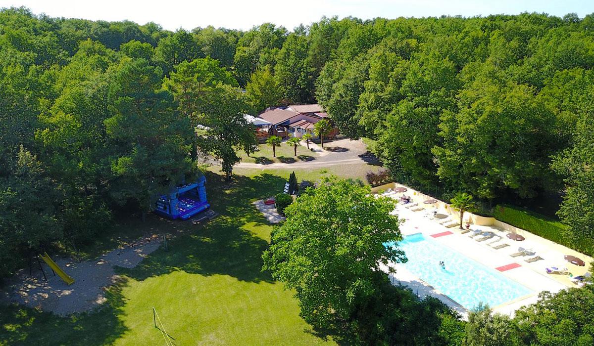 Camping avec piscine bretenoux for Camping municipal dordogne avec piscine