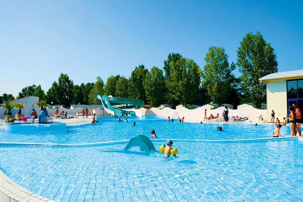 Camping vend e avec piscine for Camping loire atlantique piscine couverte