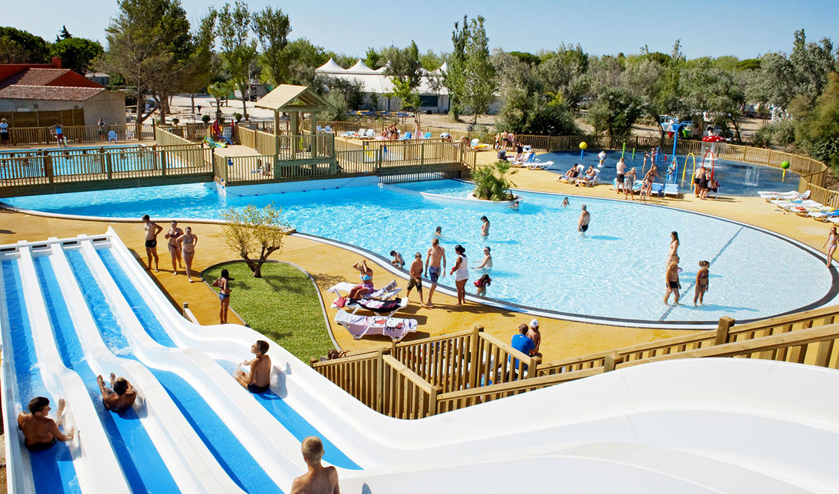 Camping gruissan parc aquatique for Piscine de narbonne