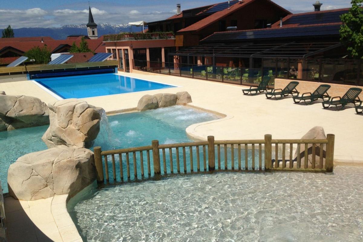 camping rh ne alpes avec piscine piscine chauff e