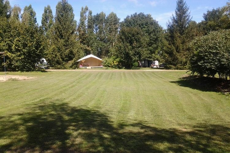 Camping dole pas cher for Camping franche comte avec piscine