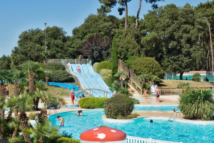 Camping charente maritime 241 campings en charente for Camping st palais sur mer avec piscine