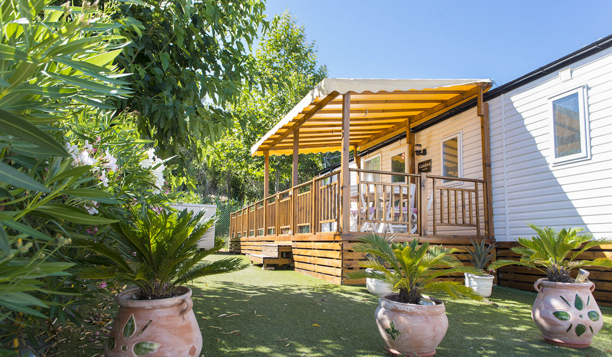camping le montourey 4 toiles fr jus toocamp. Black Bedroom Furniture Sets. Home Design Ideas