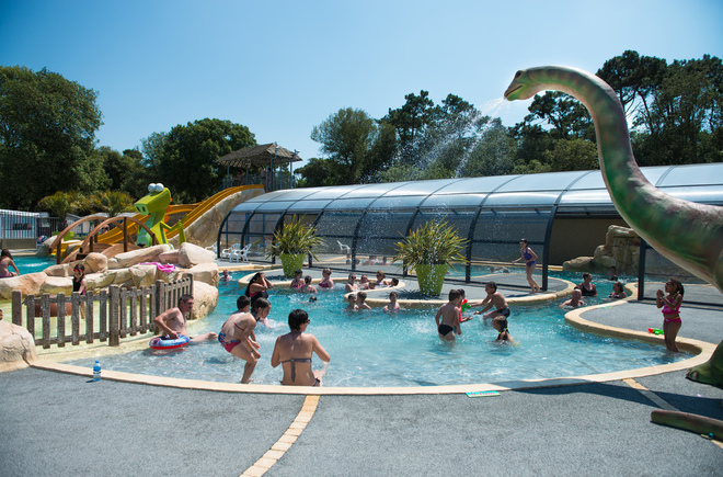 Camping les dinosaures 4 toiles talmont saint hilaire for Piscine dinosaure