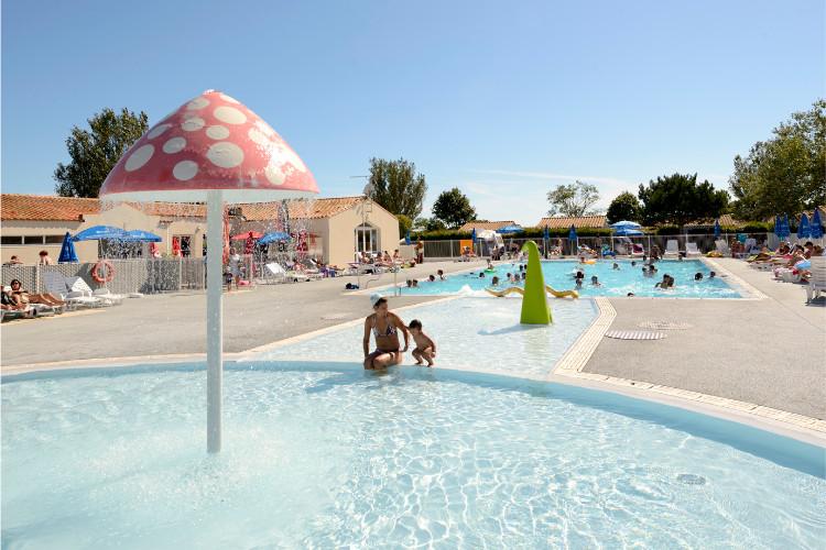 Camping avec piscine loix for Camping poitiers avec piscine