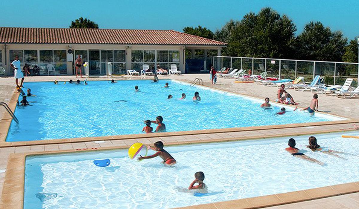 Camping avec piscine fouras for Village vacances avec piscine couverte