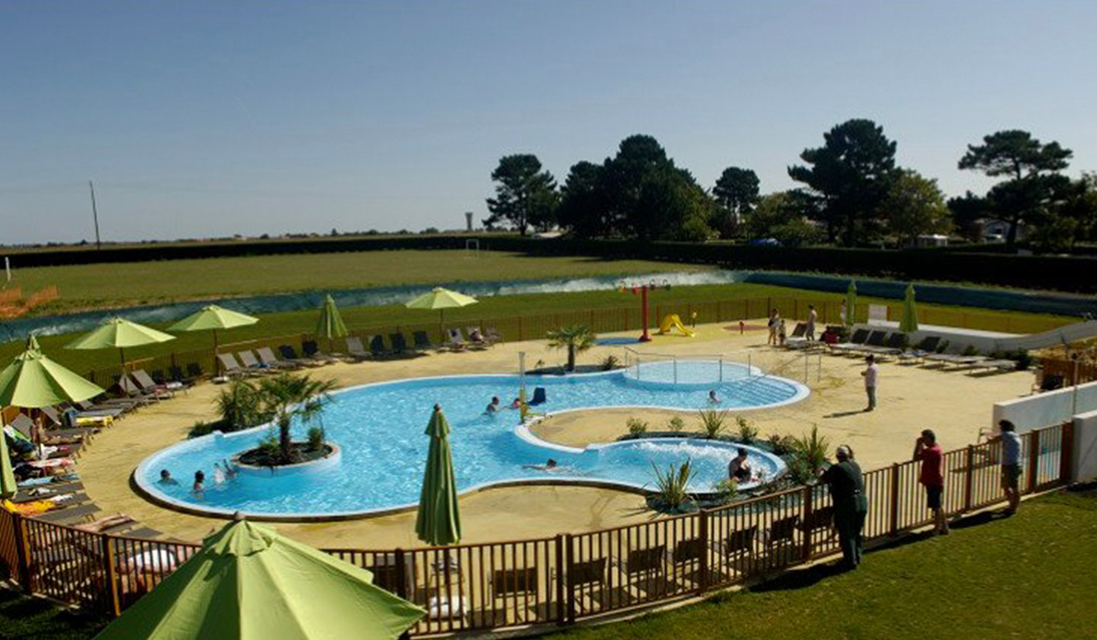 Camping village vacances vend e oc an 2 toiles for Village vacances vendee avec piscine