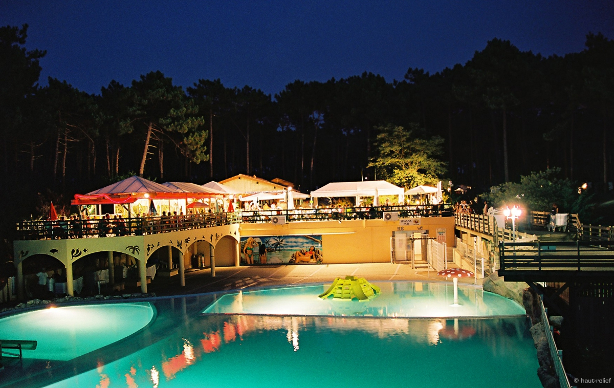 Camping airotel l 39 oc an 5 toiles lacanau toocamp for Hotel piscine bordeaux