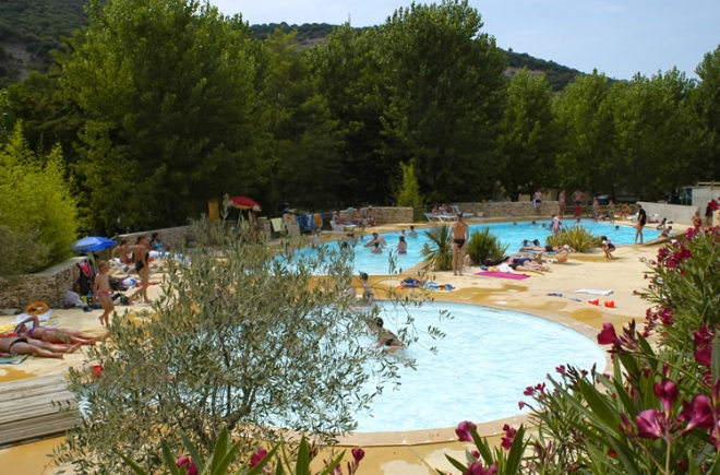 Camping vallon pont d 39 arc pas cher for Camping ardeche avec piscine pas cher
