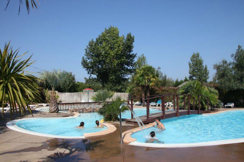Camping avec piscine espelette for Camping saint jean de luz avec piscine