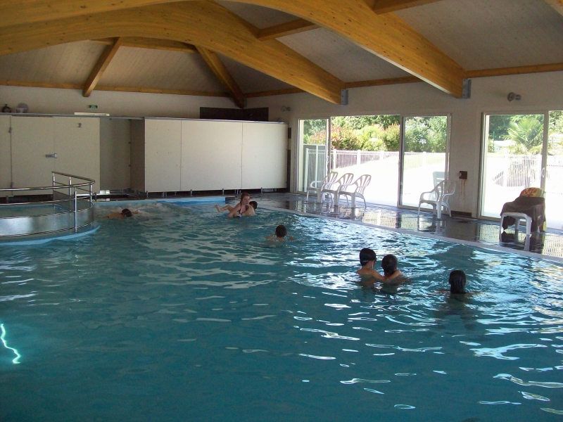 Camping au bois du c 4 toiles chambretaud toocamp for Camping puy du fou piscine