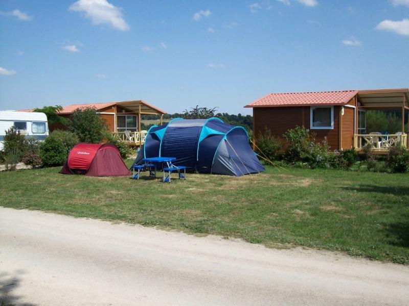 Camping Du Bois Du Cé - Camping Au Bois du Cé 4étoiles Chambretaud Toocamp