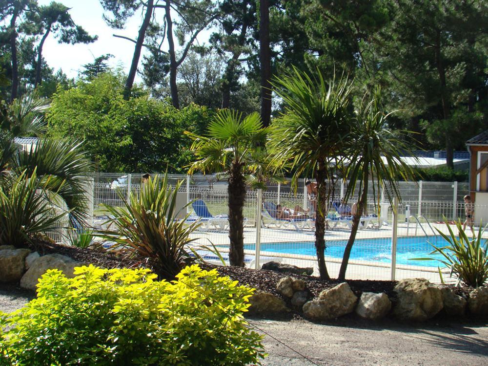 Camping avec piscine les mathes la palmyre for Camping la tremblade avec piscine