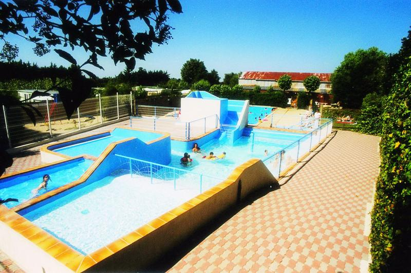 Camping saint malo parc aquatique 2 campings comparer for Camping saint malo avec piscine couverte
