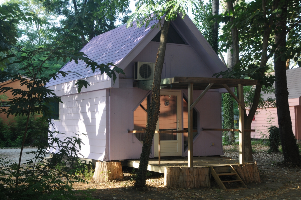 Camping belle rive 3 toiles montfrin toocamp for Bell rive