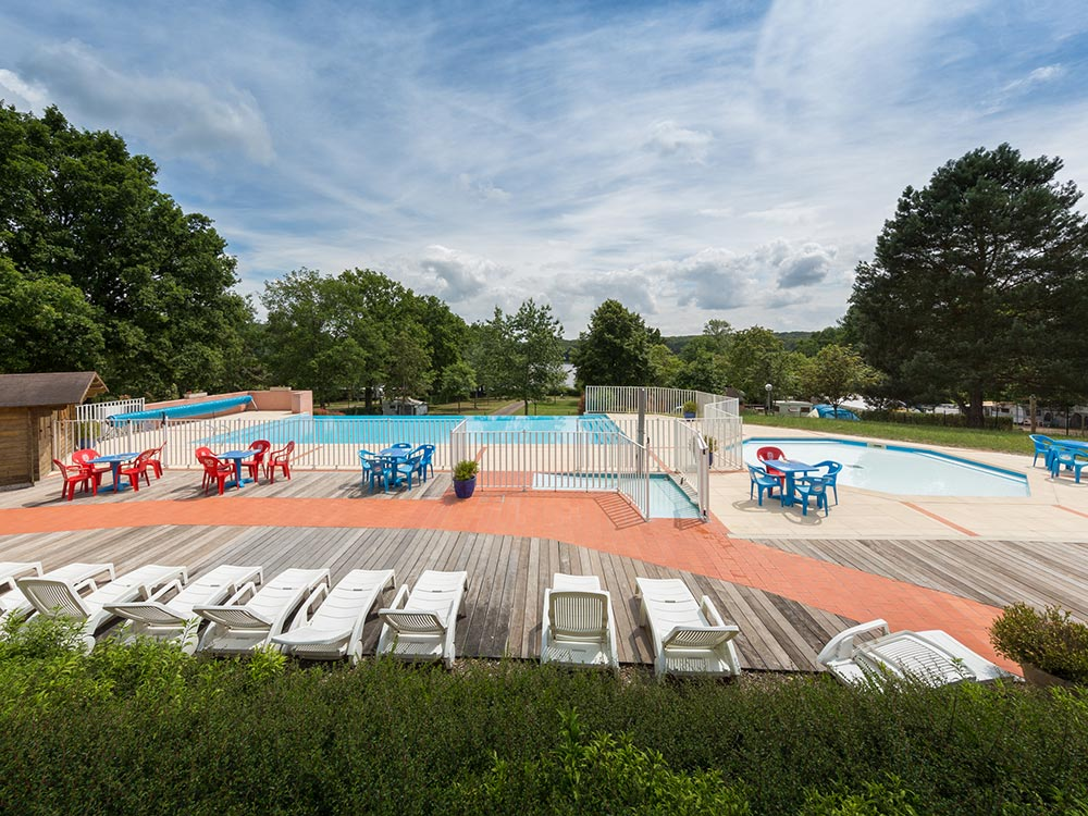 Camping auvergne piscine good camping les vernires with for Camping saone et loire avec piscine