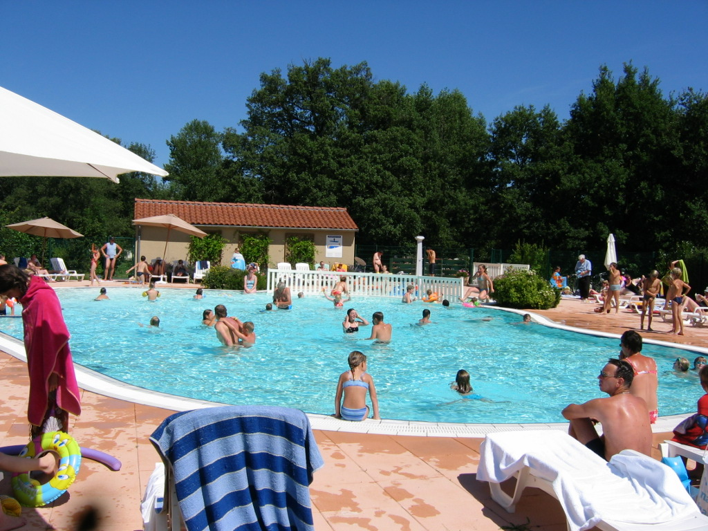 Camping auvergne avec piscine piscine chauff e piscine for Cantal camping avec piscine