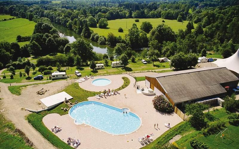 Camping avec piscine lons le saunier for Prix piscine chatillon