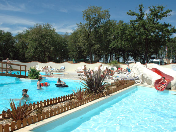 Domaine des Charmilles 4étoiles Saint Laurent de la Prée Toocamp # Domaine Du Bois Saint Laurent De La Prée