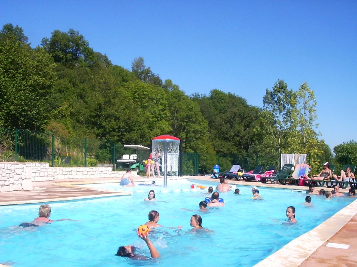 Camping auvergne avec piscine murol for Camping lac du der avec piscine