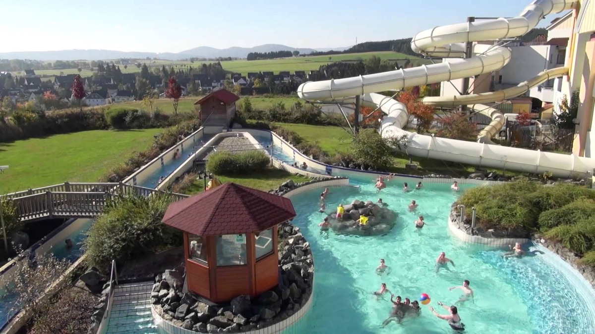 Domaine le bois aux daims 1 toiles morton toocamp for Center parc piscine
