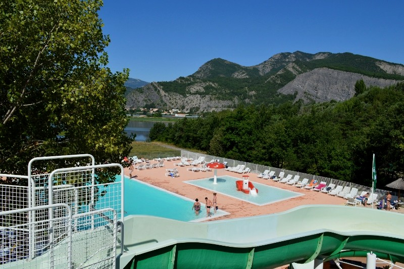 Camping du lac 4 toiles curbans toocamp for Camping lac du bourget piscine