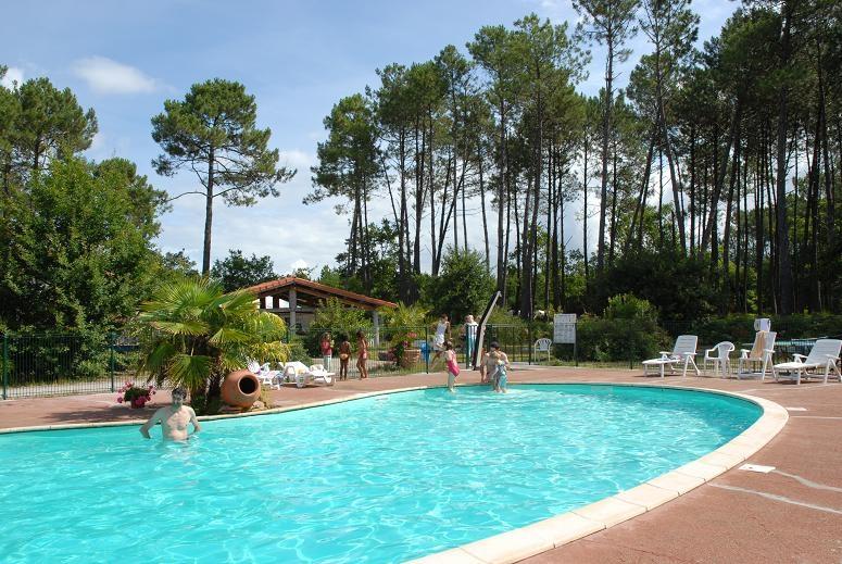 Camping avec piscine biscarrosse for Camping dans les landes avec piscine