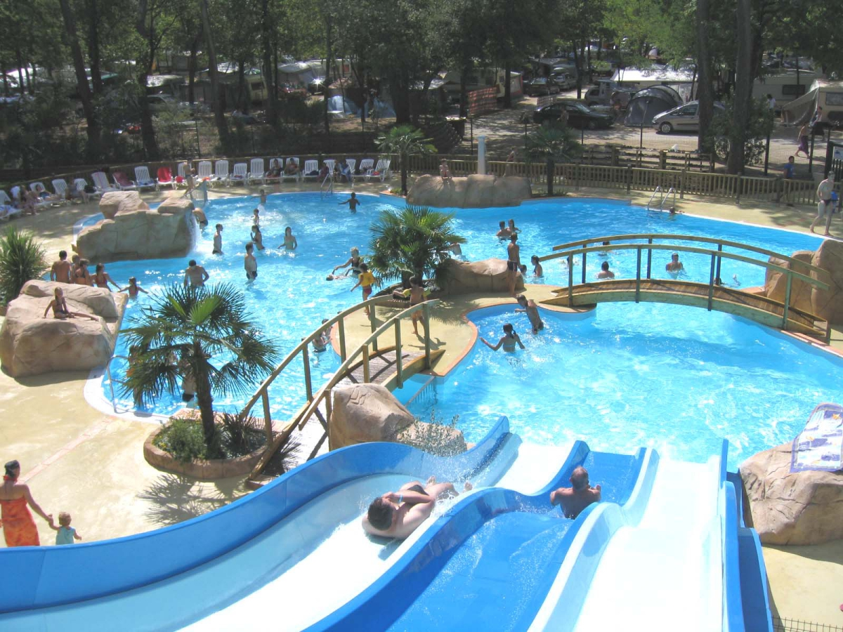 Camping id al camping 3 toiles saint georges de didonne for Piscine saint georges