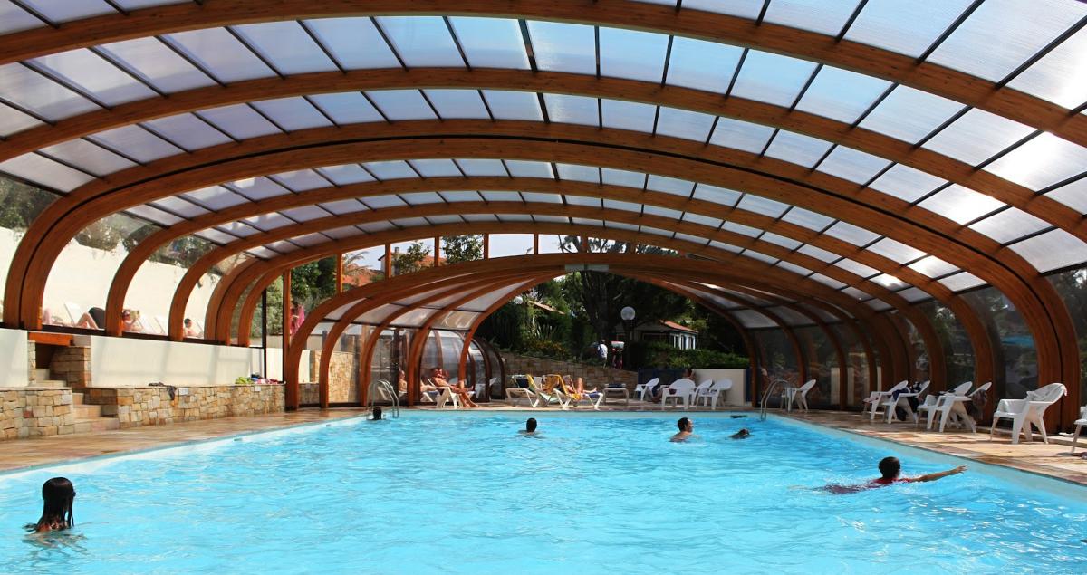 Camping itsas mendi 4 toiles saint jean de luz toocamp for Camping con piscina cubierta