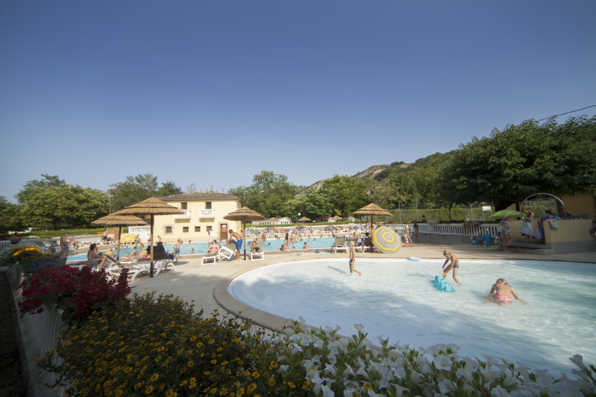Camping 3 etoiles ardeche ruoms for Camping avec piscine en ardeche