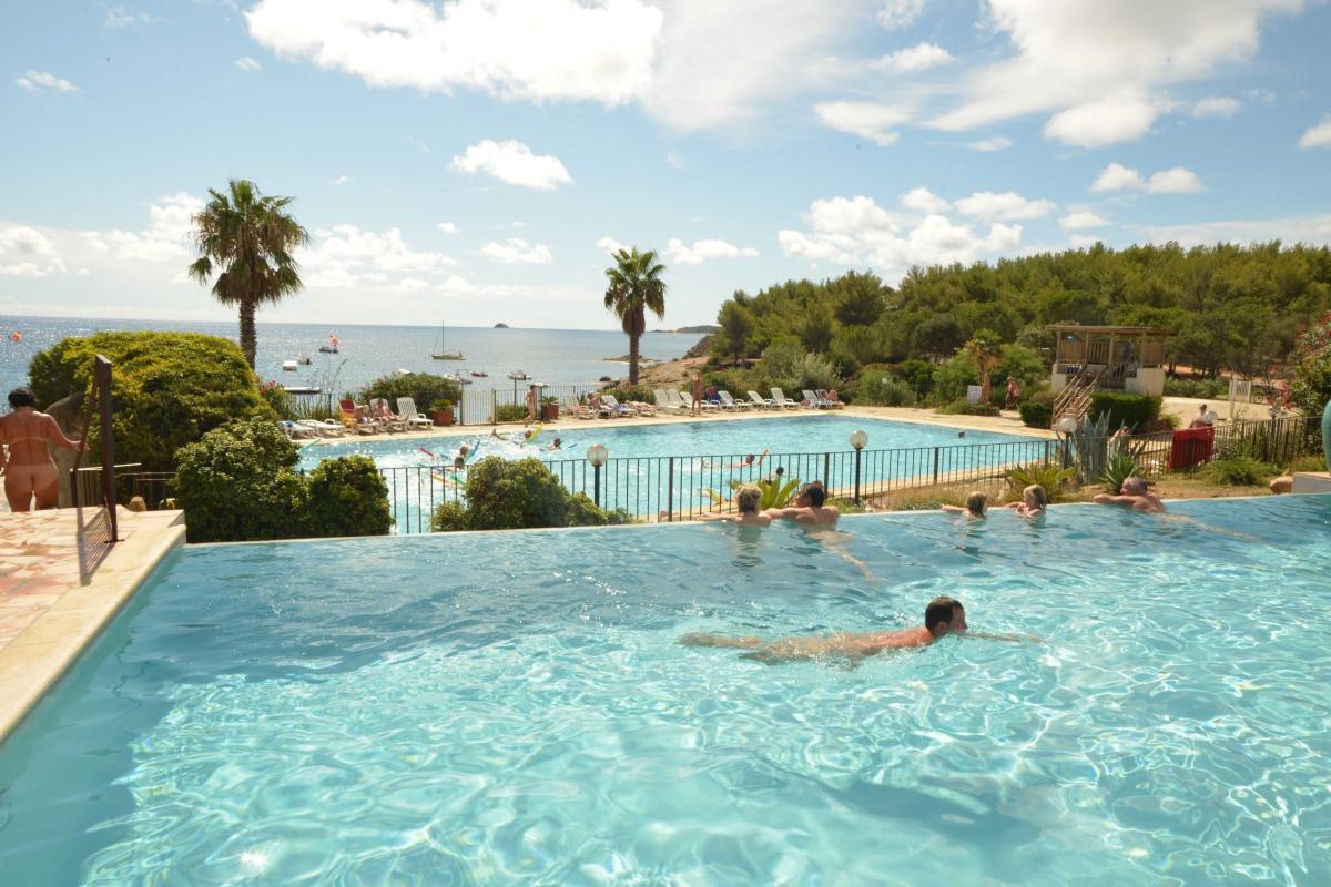 Camping porto vecchio bord de mer toocamp for Camping sud france avec piscine