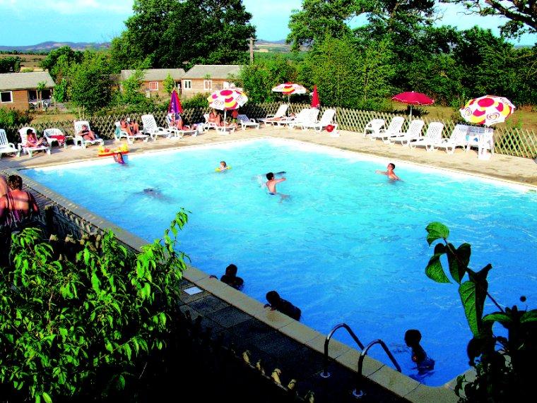 Camping avec piscine espalion for Aveyron camping avec piscine