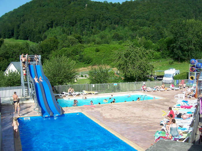 Camping auvergne piscine good camping les vernires with for Camping haute savoie avec piscine couverte