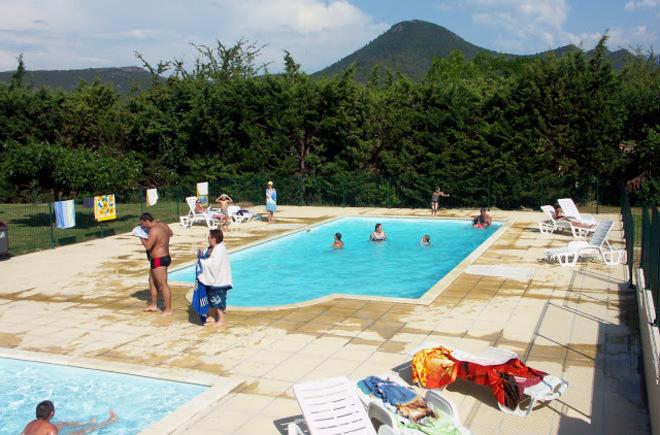 Camping rennes les bains 1 campings et 44 aux alentours for Piscine rennes les bains