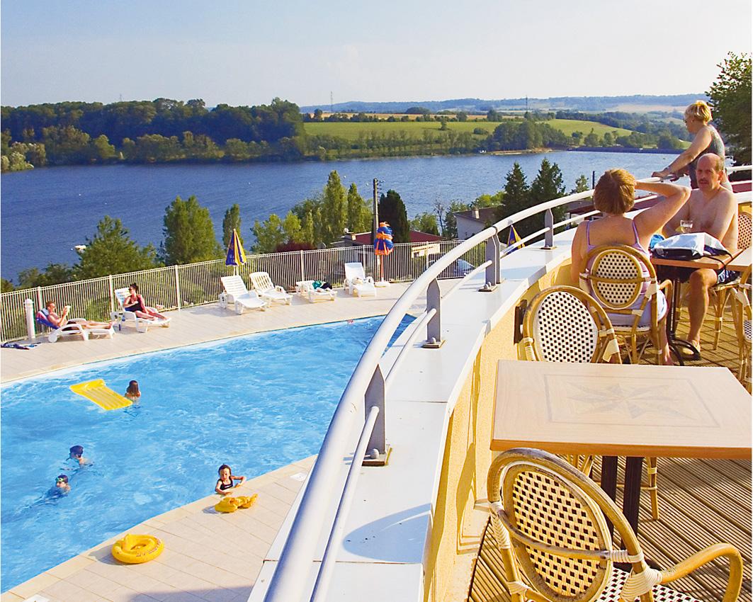 Camping lac de la liez 5 toiles peigney toocamp for Camping champagne ardennes avec piscine