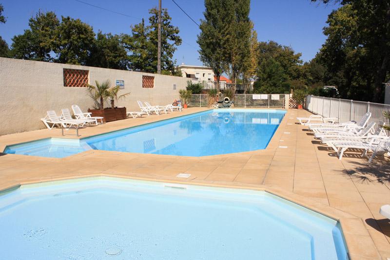 Camping le blayais alicat 3 toiles saint georges de for Camping poitou charente piscine