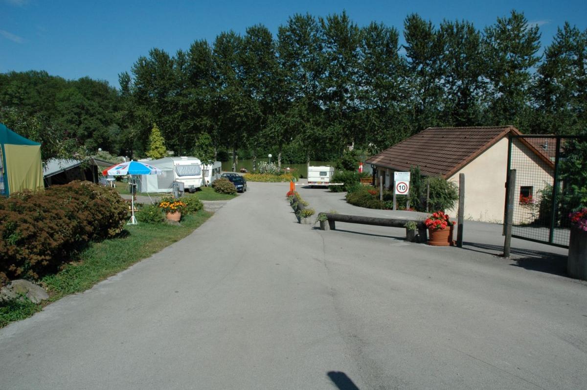 Camping le bois de reveuge 4 toiles huanne montmartin toocamp - Camping les jardins de l atlantique ...