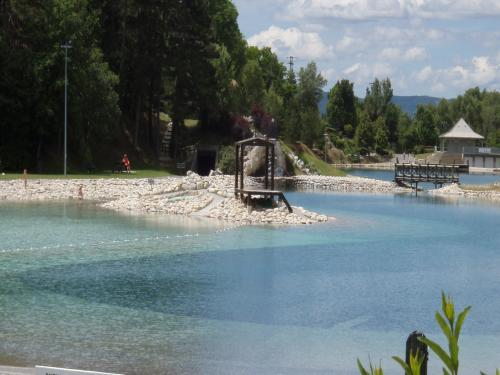 Camping avec piscine digne les bains for Camping alpes de hautes provence avec piscine
